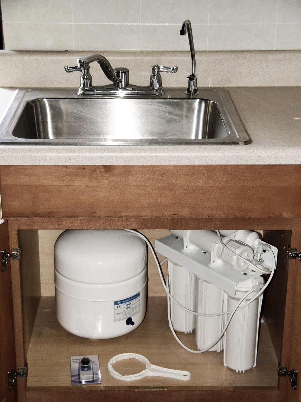 under-sink-ro-unit-installation1